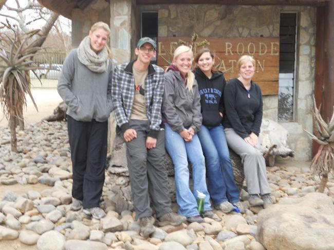 Kathryn Beeston;dirk v.d. Maas;chelsea Lee; Ashley Betche;Sophie Gibson