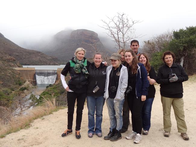 Clare Stiff, Teresa Columbin, Louise George, Kirsten Weir, Julie Anley, Patricia v. Bergh;in the back Serena Andreotti, Daniel Silva