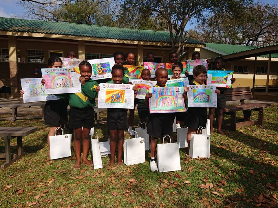 RhinoArt - school Children showing their art